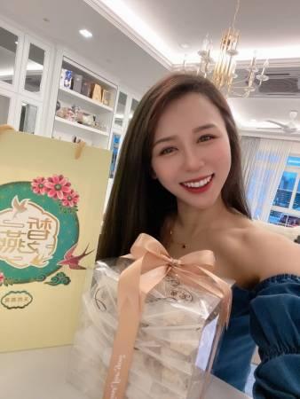 网红直播主Anna Chin见证了皙之燕燕窝的养身美颜效果。