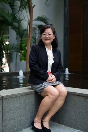 Oskano Academy 私立学院学术主任胡荣博士。
